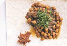Foodrocks Αρνάκι με ρεβίθια και χαρίσα