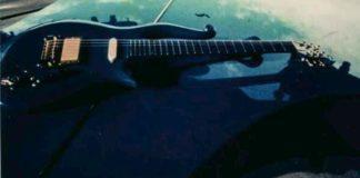 H κιθάρα του Πρινς που πωλήθηκε