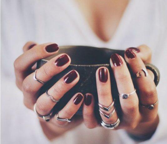 Το μυστικό για να βάφεις τέλεια τα νύχια σου!