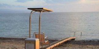 Δεκάδες δήμοι θα τοποθετήσουν μηχανισμούς σε παραλίες για ΑμΕΑ και εμποδιζόμενα άτομα