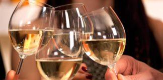 ΣΟΚ: Πόσους μήνες ζωής κόβει ένα ποτήρι κρασί;
