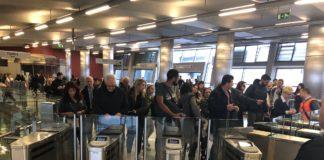 Κι άλλες καθυστερήσεις στο ηλεκτρονικό εισιτήριο του μετρό - Πότε θα κλείσουν όλες μπάρες;