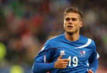 Ο Ισλανδός ποδοσφαιριστής που... καίει καρδιές