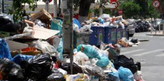 Πλημμύρισε από σκουπίδια η Αττική - 2.500 τόνοι σκουπιδιών στους δρόμους καθημερινά